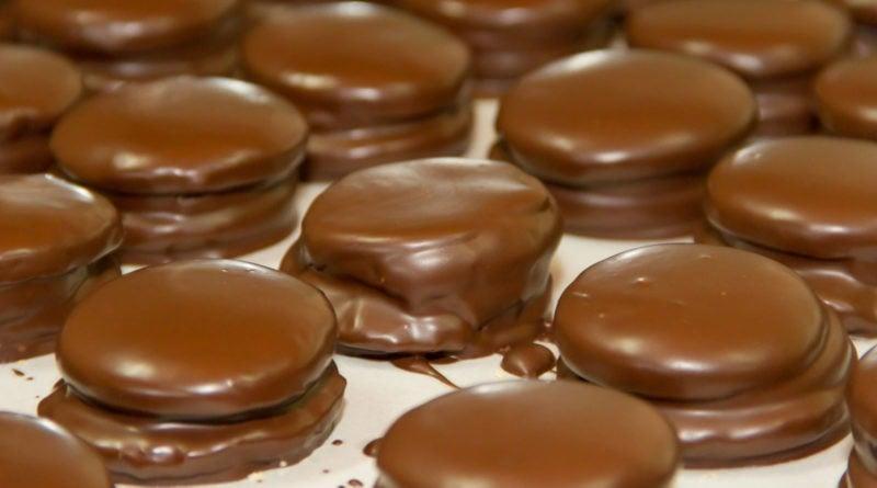Havana-style chocolate alfajores