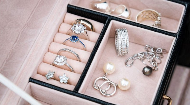 Why You Need Wooden Jewelry Boxes